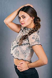 Обои Поза Руки Блузка Косички Взгляд Xenia молодые женщины