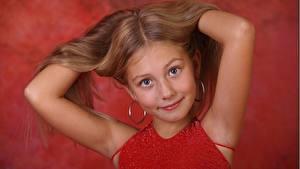 Фотографии Рука Девочка Фотомодель Смотрит Волос alissa ребёнок