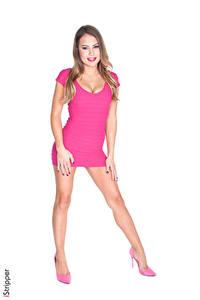 Фото iStripper Kendall Kayden Белый фон Русая Улыбка Розовая Рука Ноги Туфли Платья девушка
