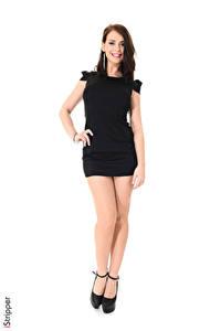 Фотография iStripper Sofia Ander Белом фоне Шатенки Улыбка Руки Платье Ноги Туфли молодые женщины