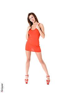 Фотография iStripper Tracy Smile Белый фон Шатенка Платье Рука Ног Туфли Девушки