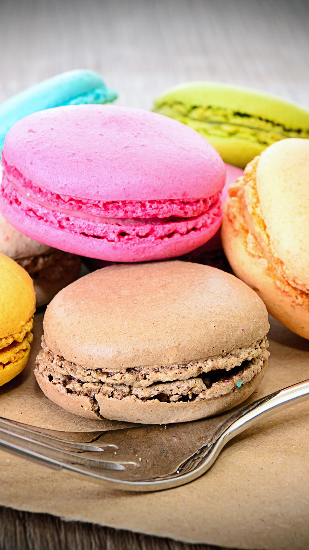 Картинки Макарон Еда вилки Печенье Сладости 1080x1920 для мобильного телефона Пища Вилка столовая Продукты питания сладкая еда