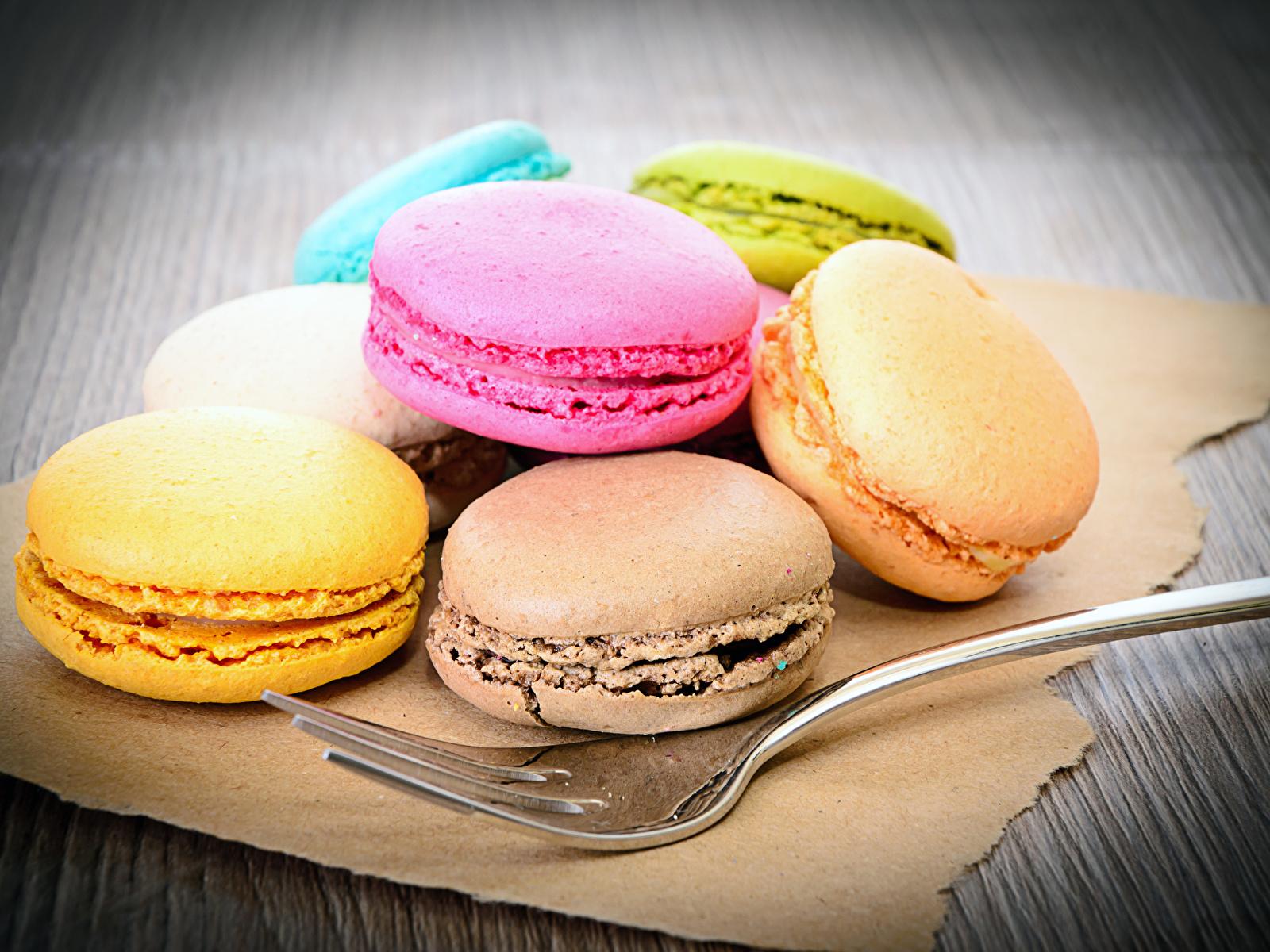 Картинки Макарон Еда вилки Печенье Сладости 1600x1200 Пища Вилка столовая Продукты питания сладкая еда