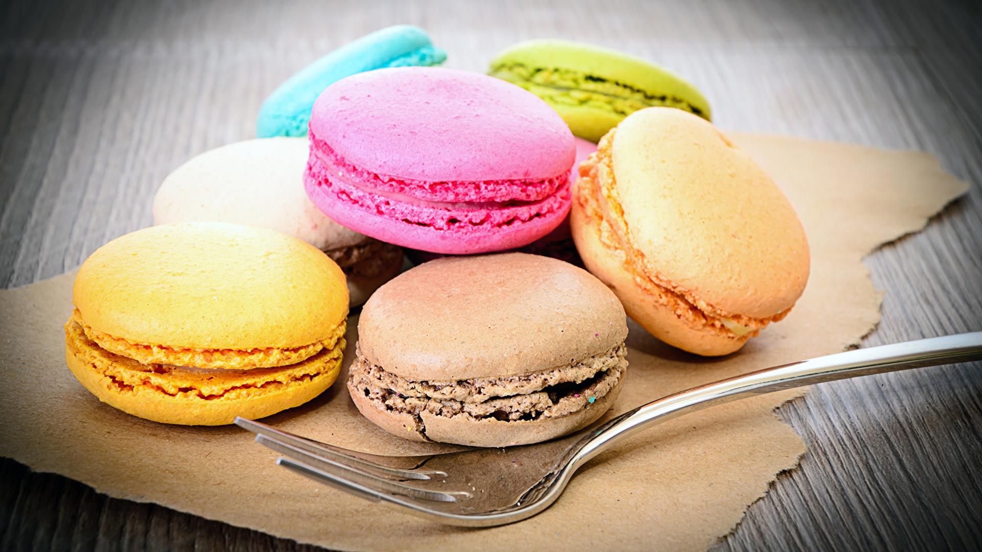 Картинки Макарон Еда вилки Печенье Сладости 1920x1080 Пища Вилка столовая Продукты питания сладкая еда