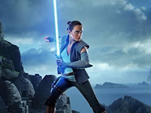 Обои Звёздные войны: Последние джедаи Дэйзи Ридли Световой меч Меча Девушки
