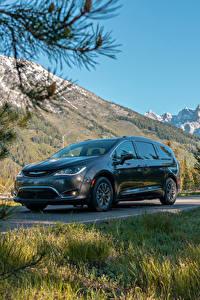 Фотографии Chrysler Серый Металлик Гибридный автомобиль 2017–19 Pacifica Hybrid Limited машина