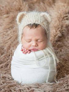 Фотография Грудной ребёнок Шапки Спит