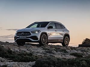Картинки Mercedes-Benz Камни Белых Металлик CUV GLA 250, 4MATIC, 2020 машины