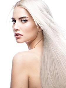 Фото Блондинка Красивые Волосы Белый фон Девушки