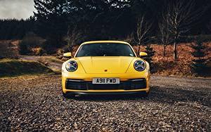 Фотографии Порше Спереди Желтые 911 Carrera 4S 2019 автомобиль