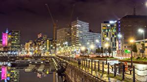 Обои Великобритания Здания Речка Пристань Забор Ночные Уличные фонари Liverpool