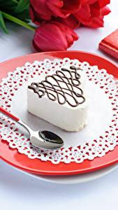 Картинки День всех влюблённых Сладости Пирожное Тарелка Ложка Пища