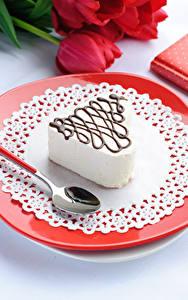Картинки День всех влюблённых Сладкая еда Пирожное Тарелке Ложки Пища