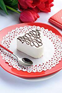 Картинки День всех влюблённых Сладости Пирожное Тарелка Ложка