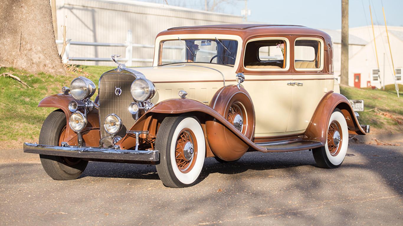 Фото Кадиллак 1932 V12 370-B Town Sedan by Fisher авто 1366x768 Cadillac машина машины Автомобили автомобиль