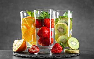 Картинки Киви Клубника Апельсин Напитки Стакане Втроем Еда