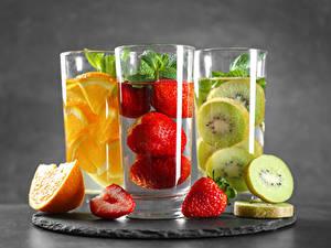 Картинки Киви Клубника Апельсин Напиток Стакане Три Еда
