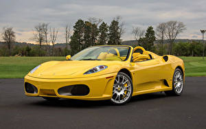 Фото Ferrari Pininfarina Желтая Металлик Родстер 2005-09 F430 Spider машина