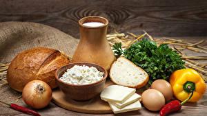 Фото Натюрморт Молоко Хлеб Сыры Перец Лук репчатый Творог Кувшин Яйца