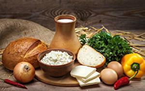 Фото Натюрморт Молоко Хлеб Сыры Перец овощной Лук репчатый Творог Кувшин Яиц