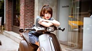 Фотографии Азиаты Скутер Шатенки Красивый молодые женщины