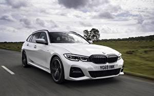 Картинки BMW Белая Металлик Едущий Универсал G21 3-series 330i Touring
