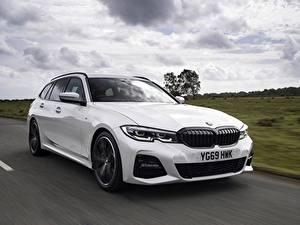 Картинки BMW Белая Металлик Едущий Универсал G21 3-series 330i Touring Автомобили