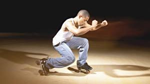 Картинки Мужчины Ролики Физические упражнения