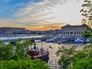 Картинки Швеция Стокгольм Здания Река Пирсы Мосты Речные суда