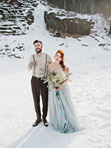 Картинка Зима Букеты Любовь Жених Невеста Платье Девушки