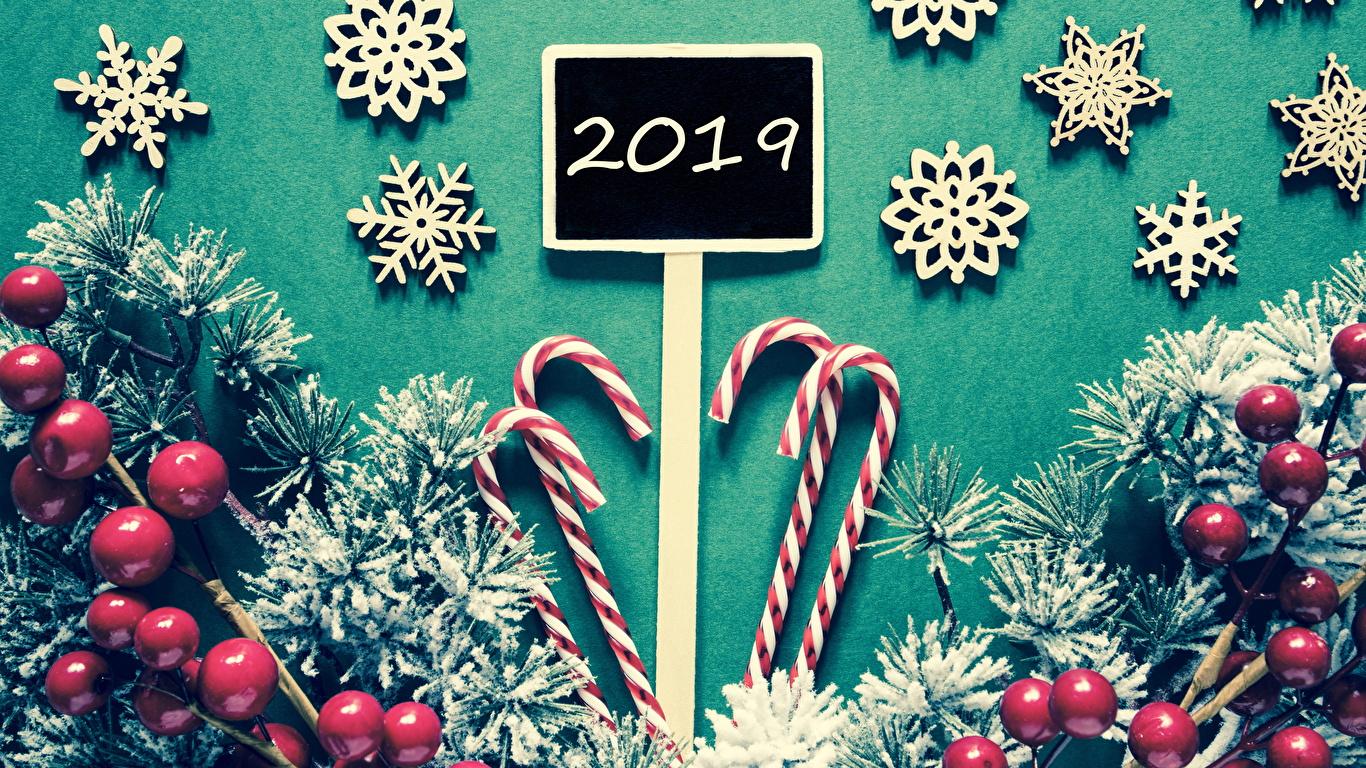 Фото 2019 Рождество Леденцы снежинка Ягоды на ветке Сладости 1366x768 Новый год Снежинки Ветки ветка ветвь сладкая еда