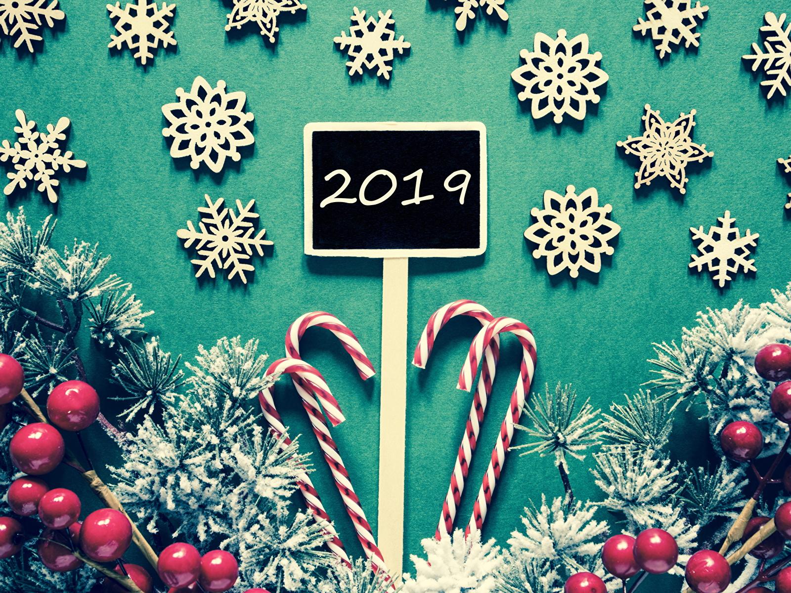 Фото 2019 Рождество Леденцы снежинка Ягоды на ветке Сладости 1600x1200 Новый год Снежинки Ветки ветка ветвь сладкая еда