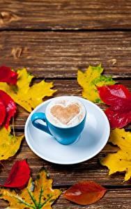 Обои Кофе Капучино Сердце Чашке Блюдце Листья Клёновый