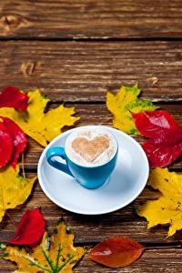 Обои Кофе Капучино Сердце Чашке Блюдце Листья Клёновый Пища