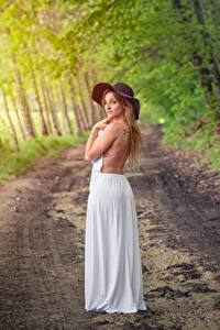 Обои Лес Дороги Позирует Платья Шляпы девушка
