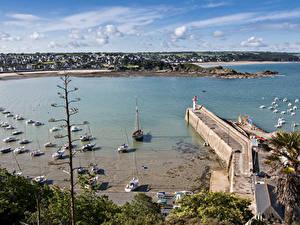 Фото Франция Пирсы Маяк Корабли Катера Залив Erquy Brittany Природа