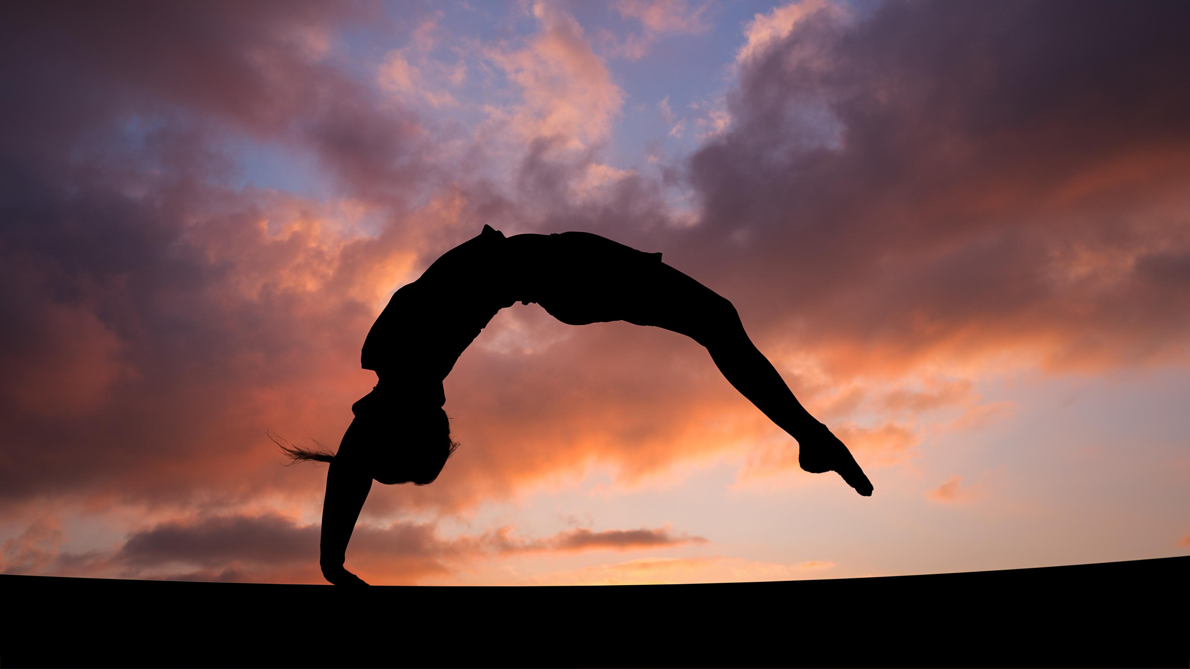 Фото физическое упражнение силуэты девушка спортивные Гимнастика Вечер 3840x2160 Тренировка тренируется Силуэт силуэта Спорт Девушки спортивный спортивная молодые женщины молодая женщина