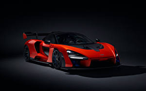 Картинки McLaren На черном фоне Красный 2018 Senna (P15) авто