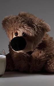 Фото Молоко Плюшевый мишка Часы Печенье Будильник Стакане Еда