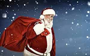 Картинки Рождество Санта-Клаус Улыбка Униформа Шапки Очки Снежинки
