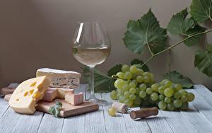 Фотография Натюрморт Вино Виноград Сыры Доски Бокалы Разделочная доска Лист Пища