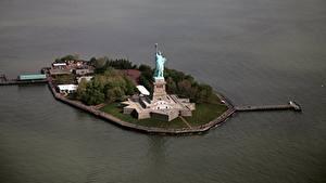 Обои Штаты Остров Нью-Йорк Статуя свободы Сверху Города