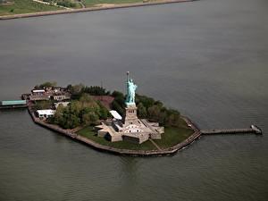 Обои Штаты Остров Нью-Йорк Статуя свободы Сверху город