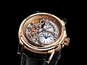 Фото Часы Наручные часы Вблизи Черный фон Louis Moinet