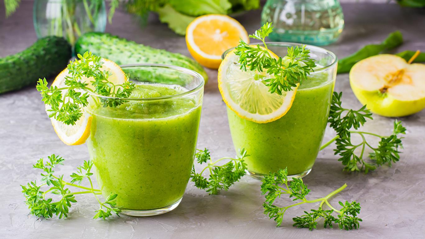 Фото Смузи 2 Лимоны стакане Пища Овощи 1366x768 две два Двое вдвоем Стакан стакана Еда Продукты питания