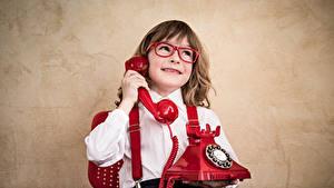 Фото Мальчики Телефон Очки Улыбка Ребёнок