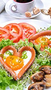 Фото Овощи Помидоры Грибы Тарелка Серце Яичница Продукты питания