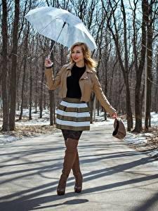 Картинка Весна Дороги Victoria Borodinova Зонтик Рука Куртках Юбке Ноги Сапог Девушки