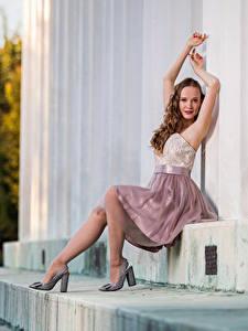 Фотографии Сидящие Платья Рука Взгляд Anastasia молодые женщины