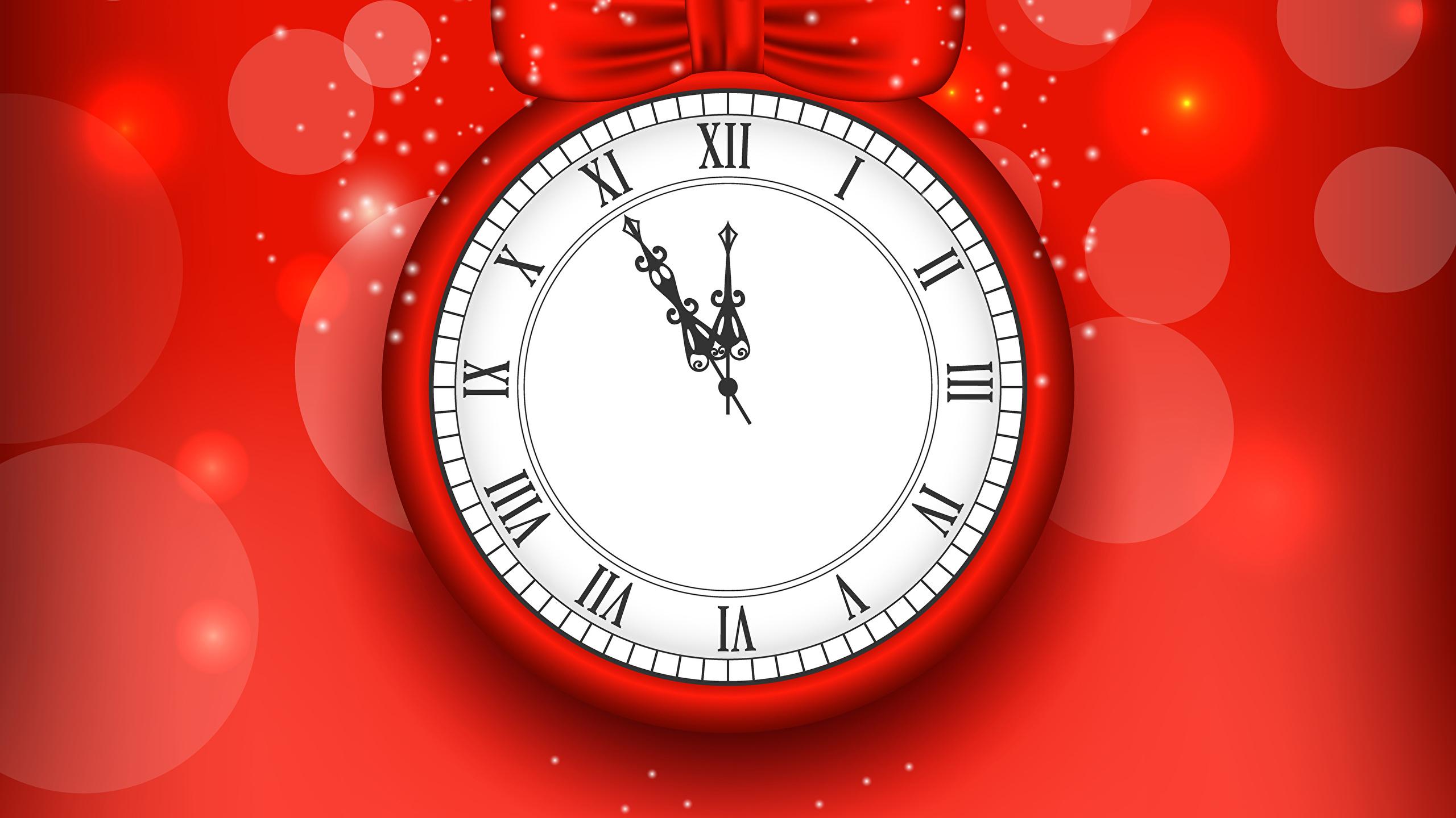 Rufull 25 декабря  классический часы с латинским циферблатом оформленные в лазурной цветовой гамме.